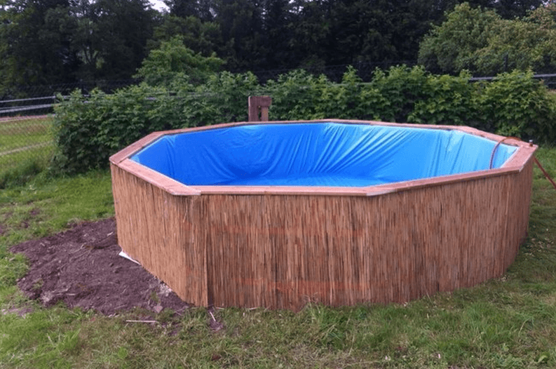 How make your own swimming pool out of wooden pallets for Swimmingpool verkleidung