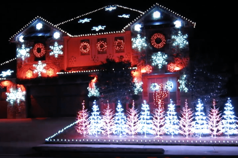 Alabama Christmas.Texas Homeowner Syncs Christmas Lights To Alabama Fight Song
