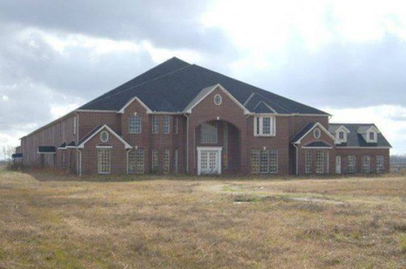 . Gigantic 30 Bedroom  30 Bathroom House for Sale in Texas