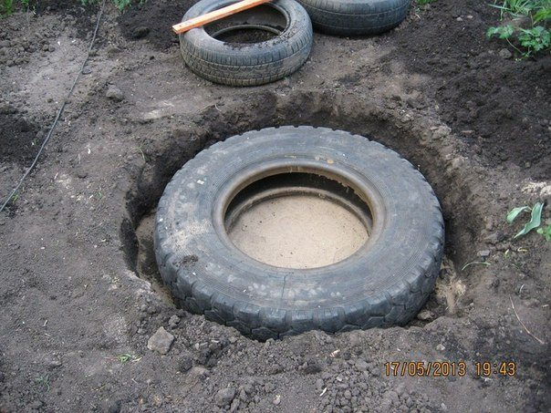 Create-an-Extraordinary-DIY-Pond-From-An-Upcycled-Old-Tire-homesthetics-2