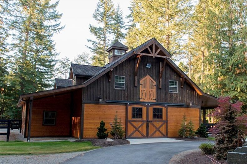 Barn home kits this company is changing the game with for Country barn builders