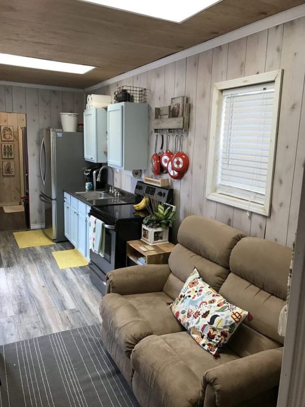 Shipping container house in texas is filled with rustic charm for Maison container 50000