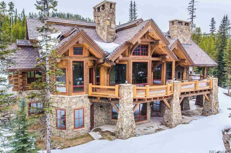 8 of the most stunning log cabin homes in america for Large luxury log homes