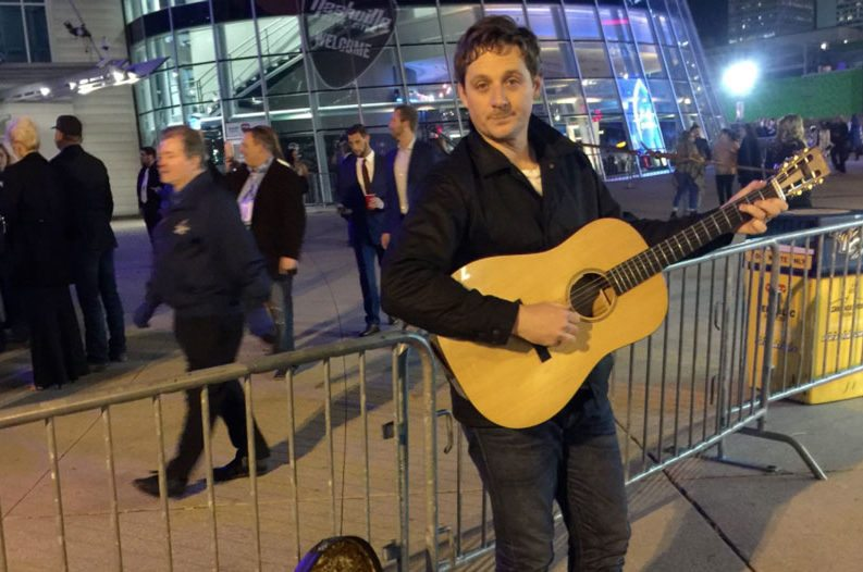 Sturgill Simpson stages own concert outside CMA Awards