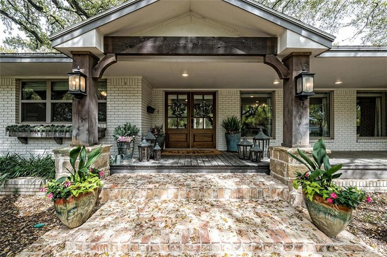 this gorgeous 39 fixer upper 39 ranch house is now up for sale. Black Bedroom Furniture Sets. Home Design Ideas